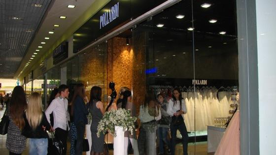 Салон «Pollardi» пропонує ексклюзивні весільні та вечірні сукні відомого  бренду. Модний дім Pollardi розпочав роботу в іспанському містечку  Ла-Баньєса 33c81141f7145
