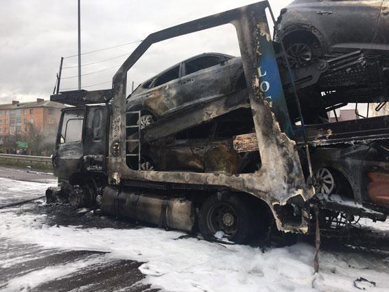Розбиті більше 10 авто: під Рівним сталася страшна смертельна ДТП