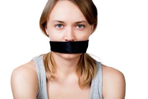 фото связанных с заклеенным ртом девушек