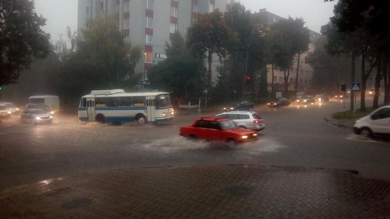 Завтра на Прикарпатті очікуються сильні дощі